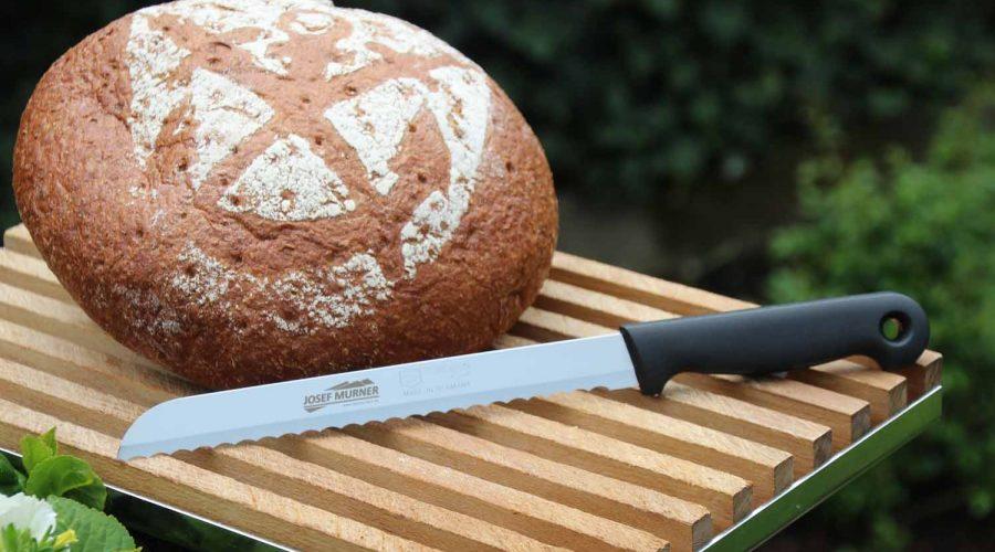 Brotmesser mit Lasergravur auf der Klinge